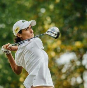 2f2bc750f5d1d8 De nos jours, les tenues de golf destinées aux femmes ont connu un grand  changement, bien que les hommes portent toujours une tenue correcte, ...
